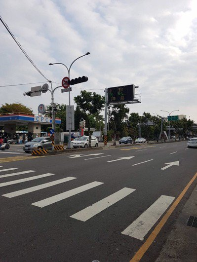 國道一號豐原交流道也是交通堵塞熱點,今天上午通行順暢,沒有塞車。記者陳宏睿/攝影