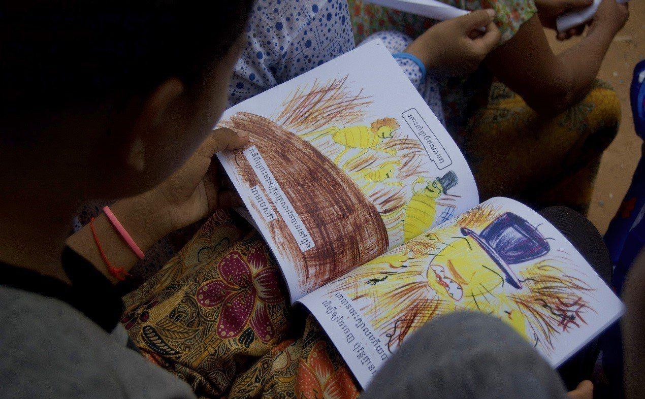 去年暑假,台北醫學大學的青年深入柬埔寨偏鄉,教導當地的老師如何處理照護傷口。圖/...
