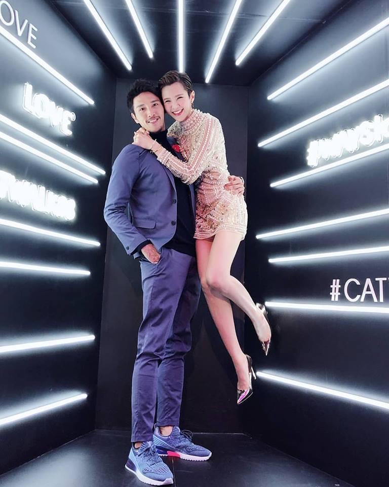 陳禕倫、鄒寧恩出席凱渥尾牙時,親密摟抱燦笑顯示熱戀中。圖/摘自臉書