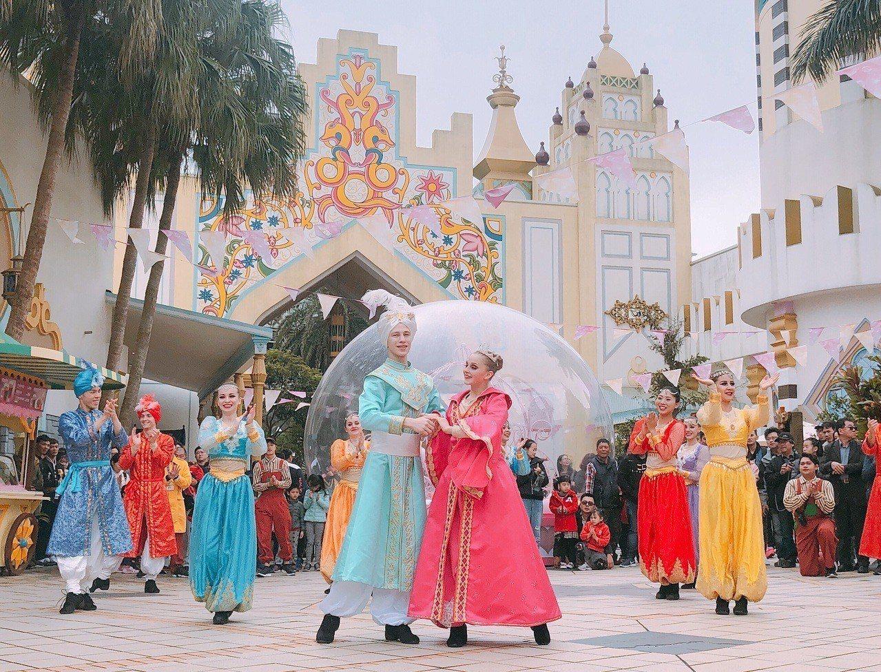 阿拉伯皇宮戶外區特別推出中東快閃秀「幸福的祕密」。圖/六福村提供