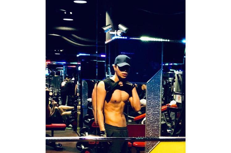 男團「泰坦Titan」出道2年,不僅持續精進舞蹈、創作能力,對於身材要求更是嚴格,在每周5日、1天3小時的操練下,4人平均體脂肪低於10%,大展明顯的胸、腹肌進化成筋肉男團。他們說除了控制飲食、增加...