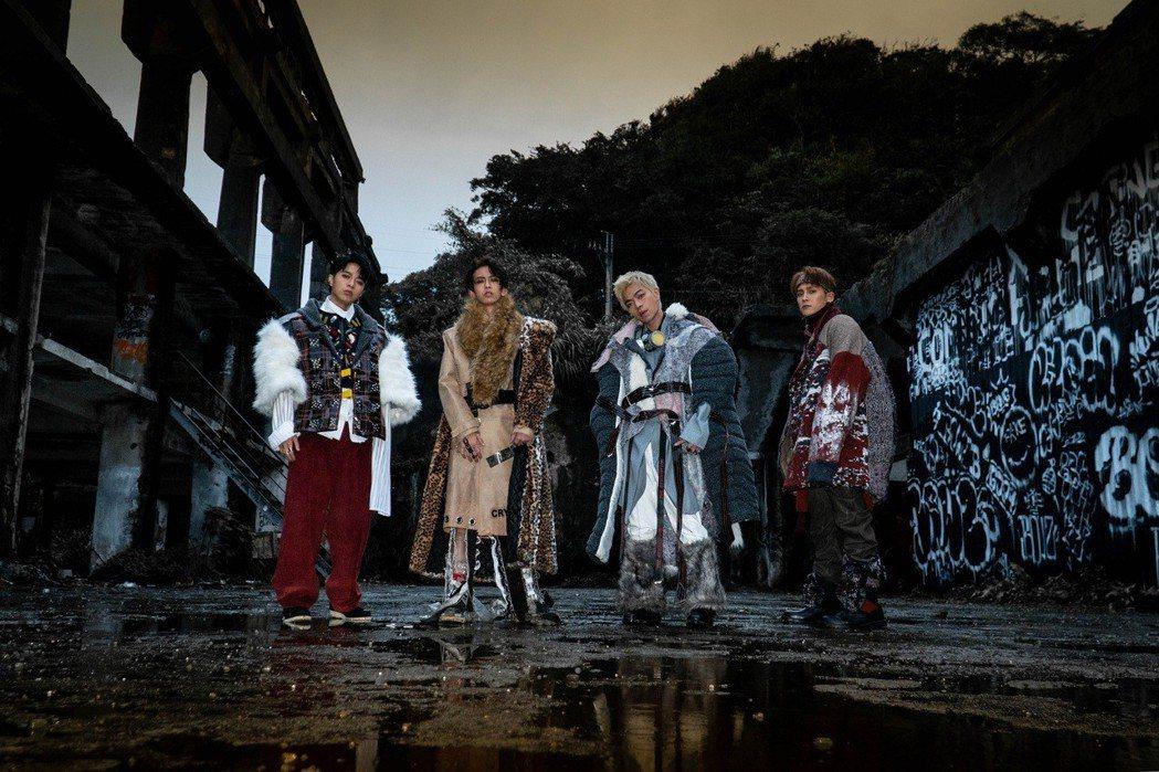 男團「泰坦Titan」到廢棄造船廠拍攝MV。圖/本勢娛樂提供