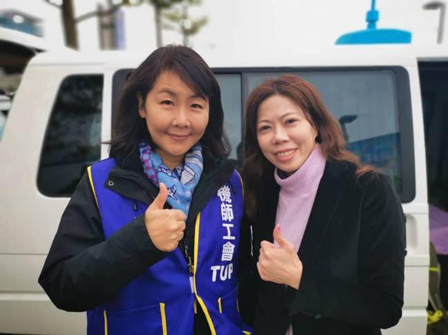 機師工會理事長李信燕(右)以及機師工會常務理事陳蓓蓓,兩人分別是長榮與華航的機師...