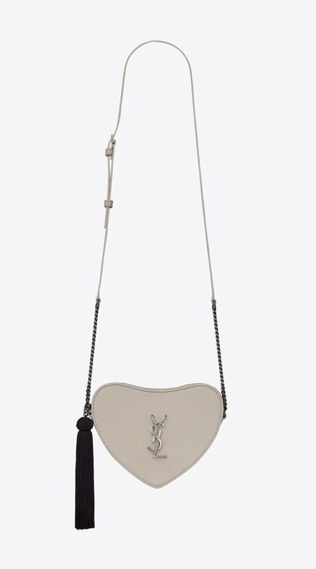 Coeur白色愛心鍊帶肩背包,55,500元。圖/Saint Laurent提供