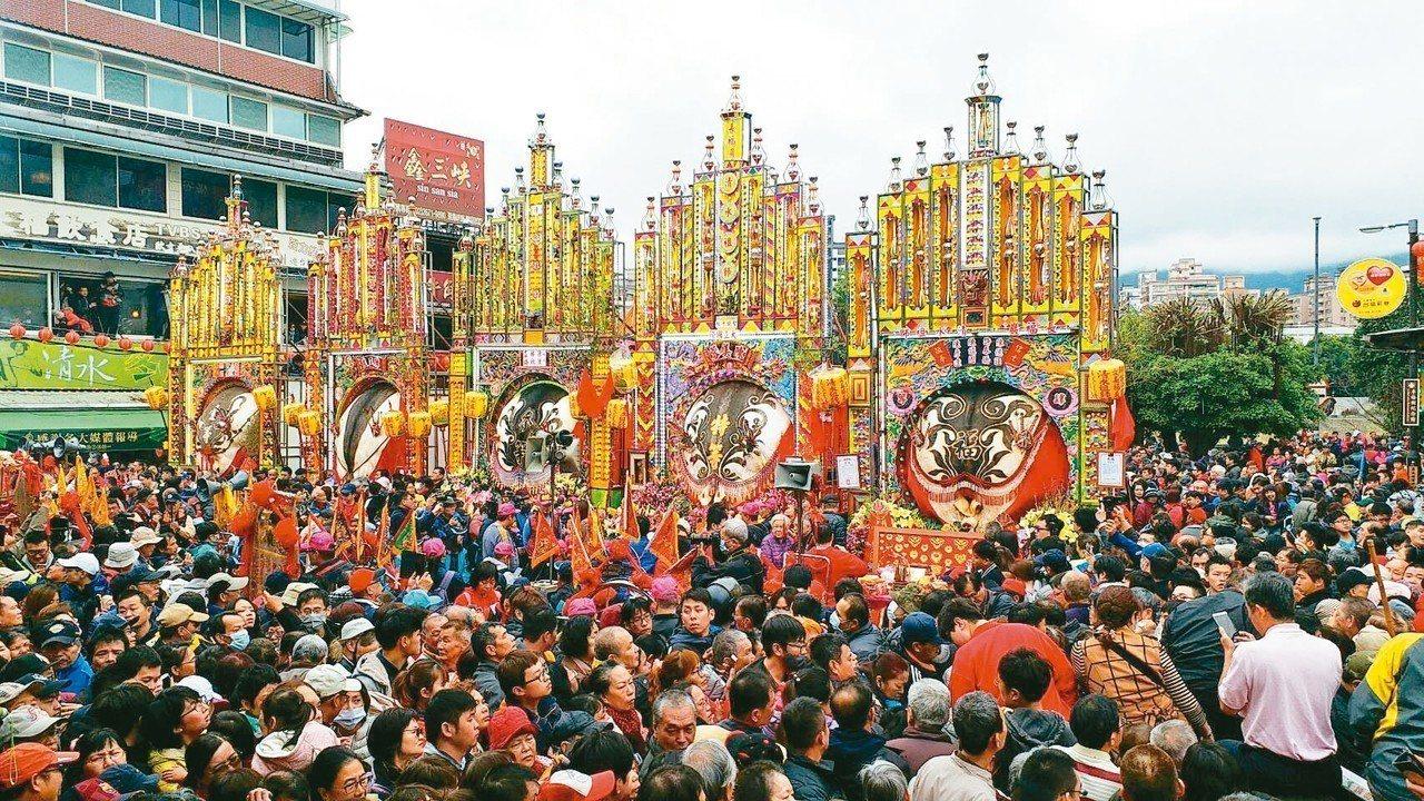 三峽長福巖清水祖師廟每年初六都辦「賽神豬」敬神,今年特等神豬達1436台斤,與其...