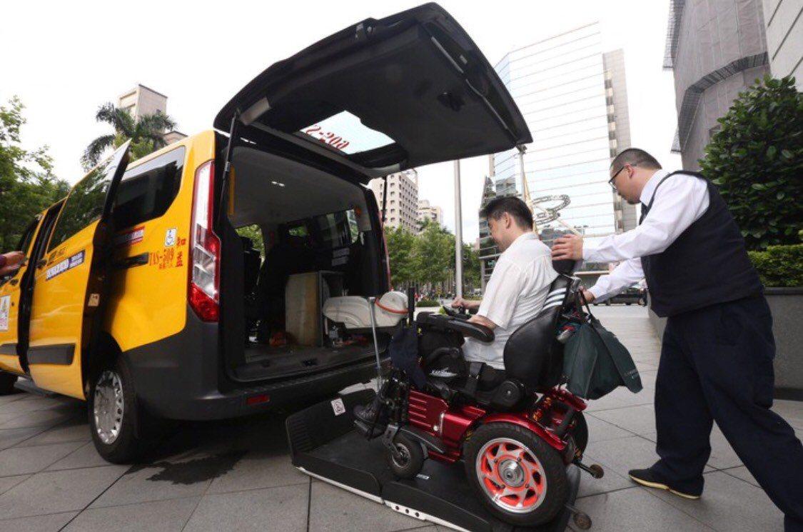 為了鼓勵無障礙計程車可以真正服務行動不便者,北市公運處今年修改補助方式,每月最高...