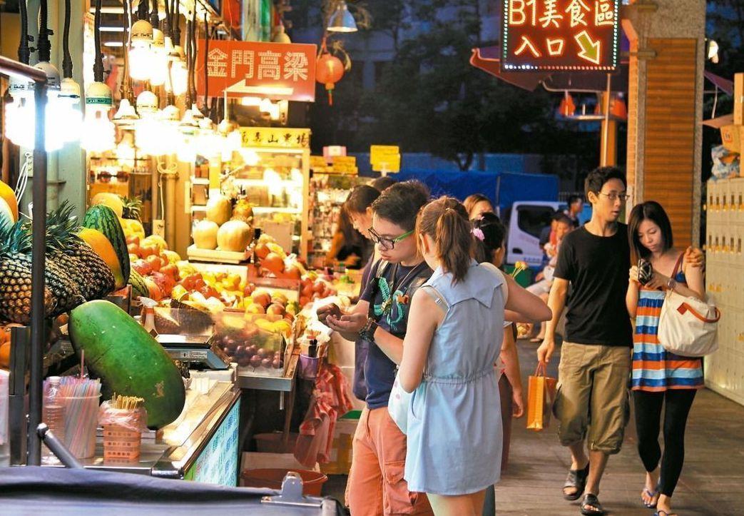 士林夜市吸引很多觀光客。 圖/聯合報系資料照片