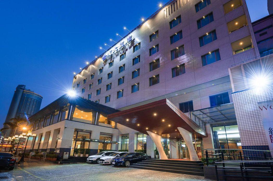 位於臺南火車站前的台南大飯店外觀。  台南大飯店 提供