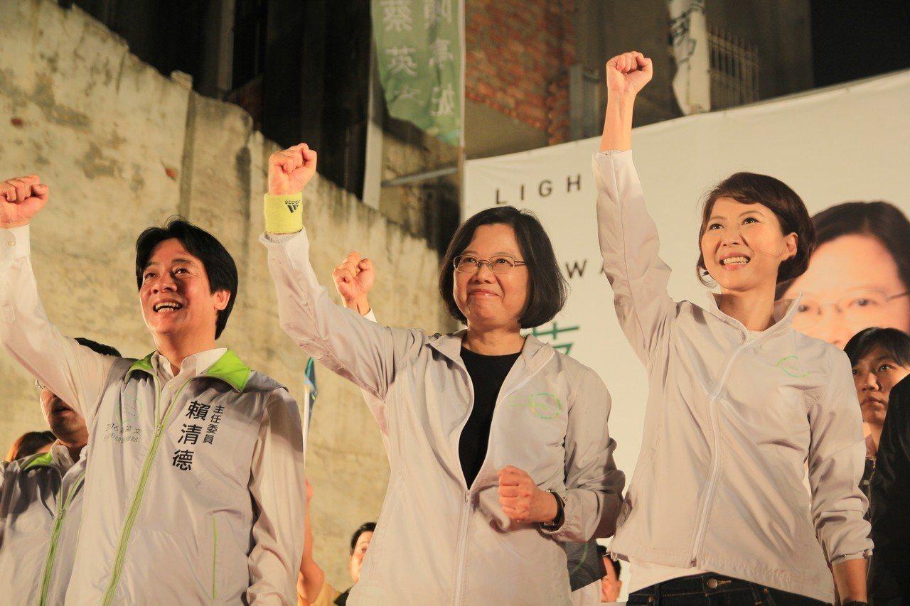 2014年,國民黨李全教意外當選台南市議會議長,市長賴清德(左)不滿,負責督導投...