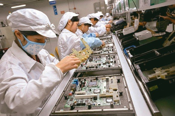 以鴻海集團為首的台灣製造業中國大陸廠區農曆年後普遍不缺工,業界分析,受智慧手機銷...