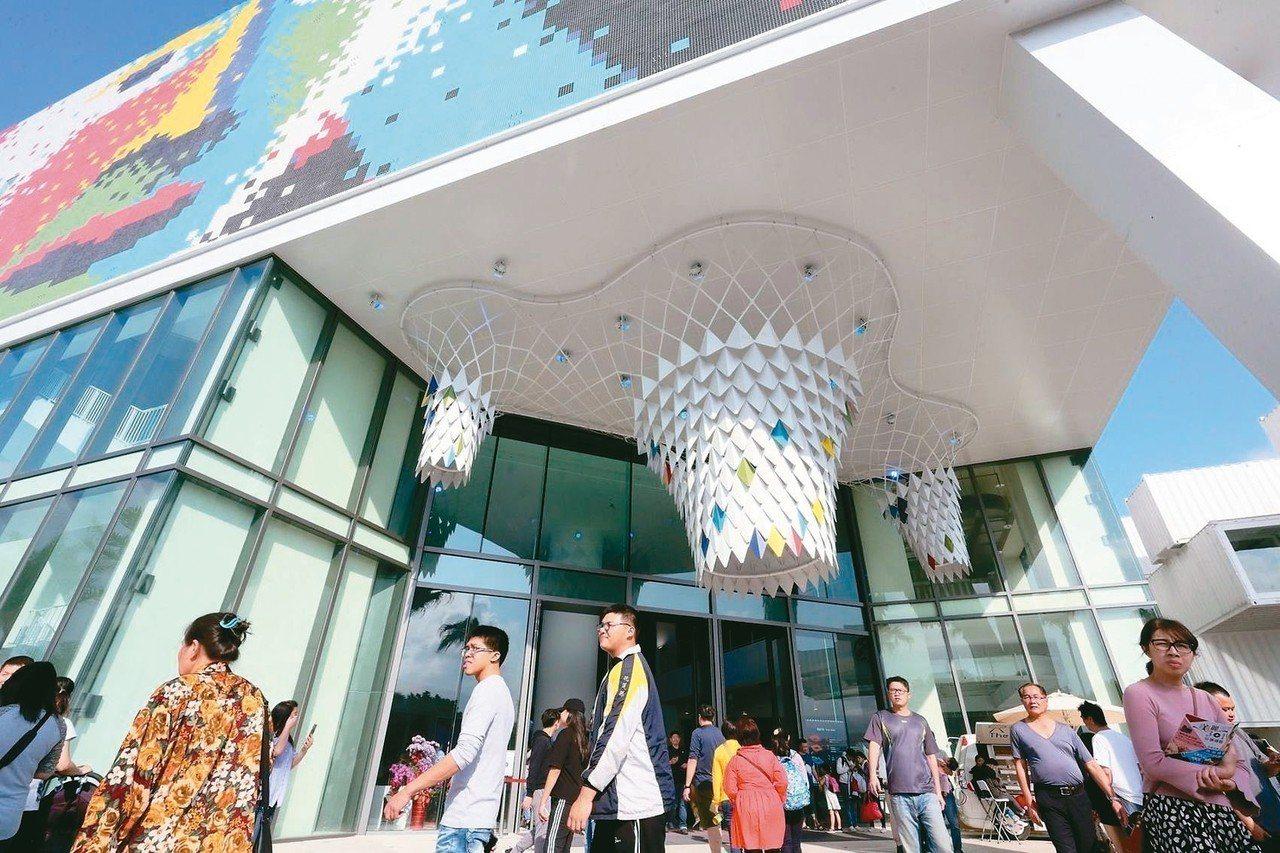 台開集團的台創新天堂樂園,首逢春節九天假期吸引大批人潮。 台開/提供