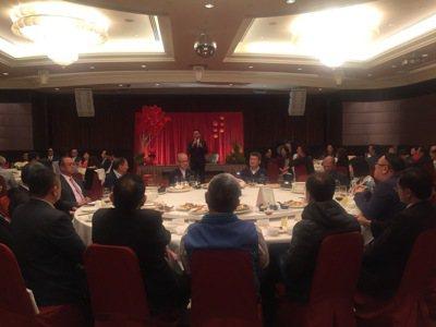 高雄市產業發展協會理事長陳昭男為本次企業家春宴,做出最大的爭取,上台並表示高雄最...