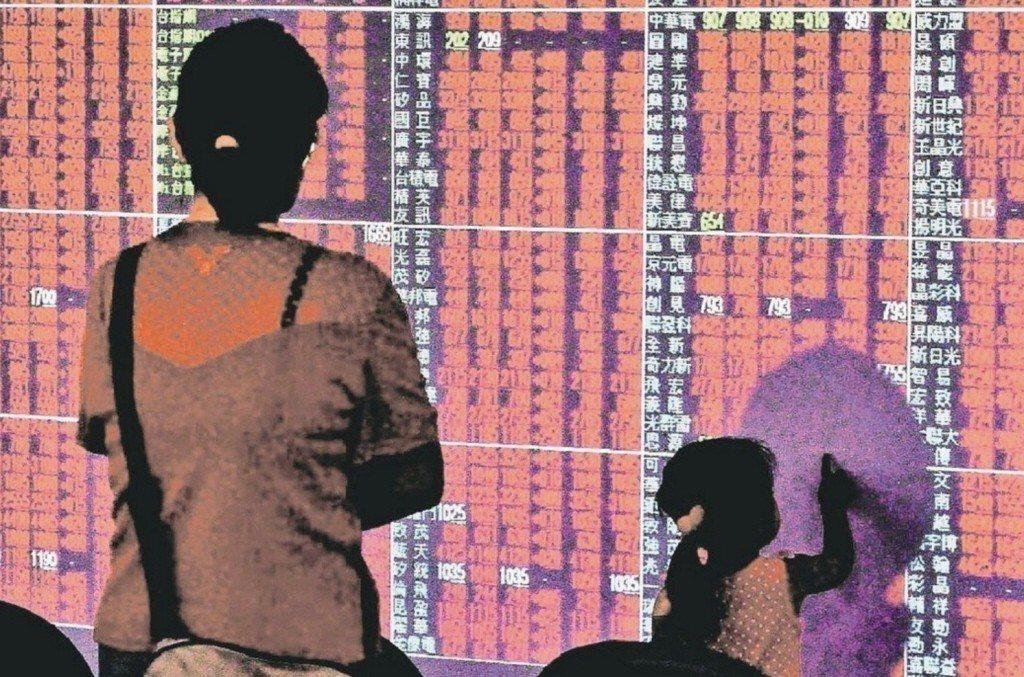 台股今(11)日收復萬點,盤中最高來到10,065點,終場以上漲71.99點,收...