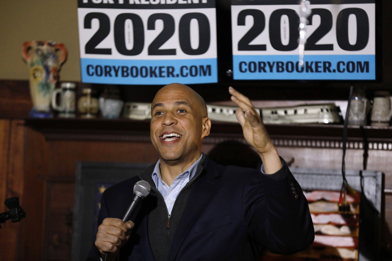 民主黨聯邦參議員布克(Cory Booker)在本月1日宣布參選總統後首次到訪有...