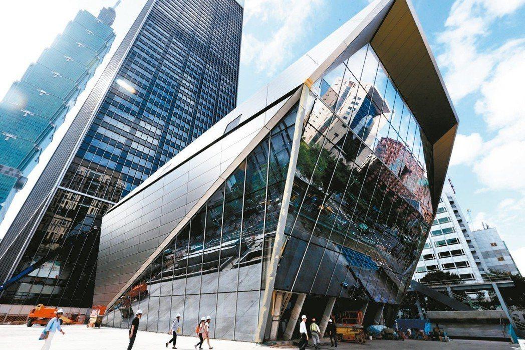 台北南山廣場成為台北市辦公大樓新地標。 圖/聯合報系資料照片