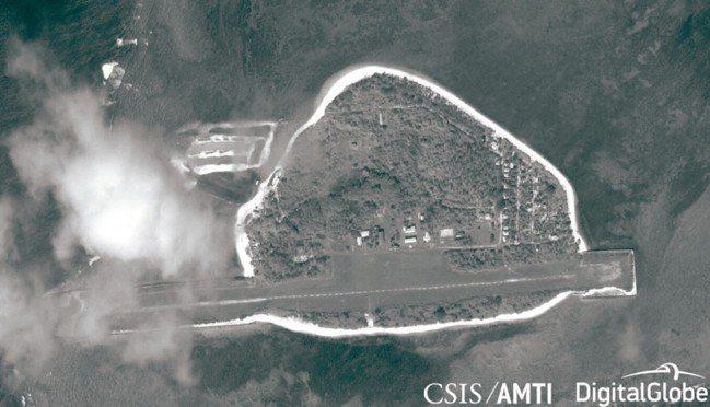 南沙中業島原衛星空照影象,島嶼左上出現大片填海造陸區域(見圖)。 圖/AMTI