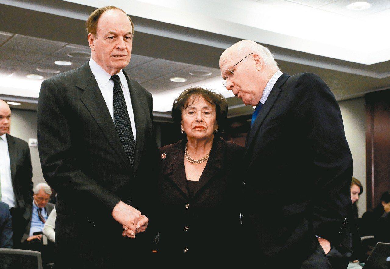 共和黨籍聯邦參議員薛爾比(左)與民主黨籍參議員李希(右),以及民主黨籍的眾院撥款...