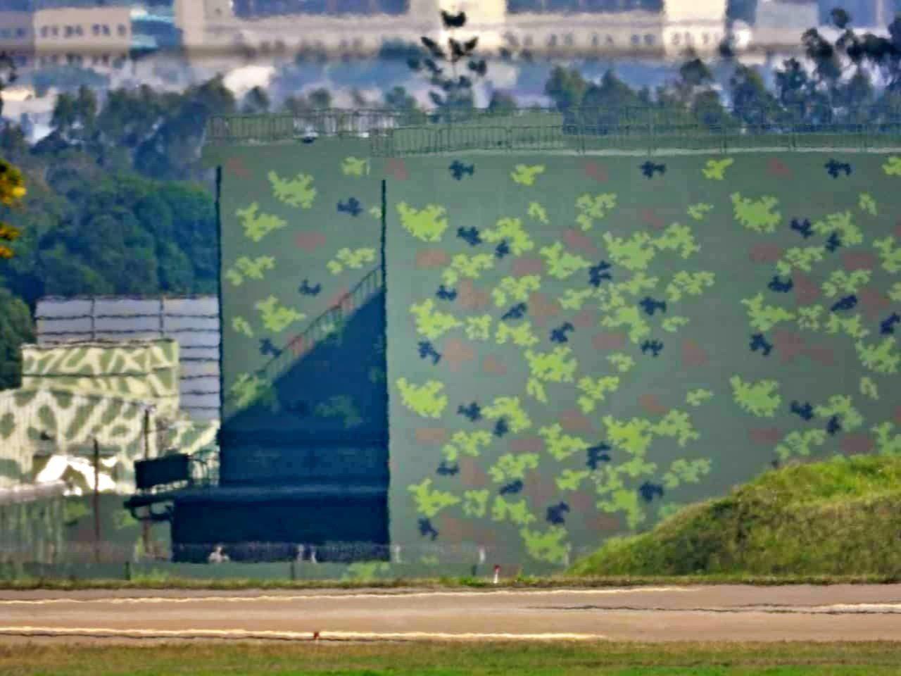 位於某軍事基地內的新建特種飛彈彈庫,佔地廣大,有高聳防爆牆。 熊姓讀者/提供