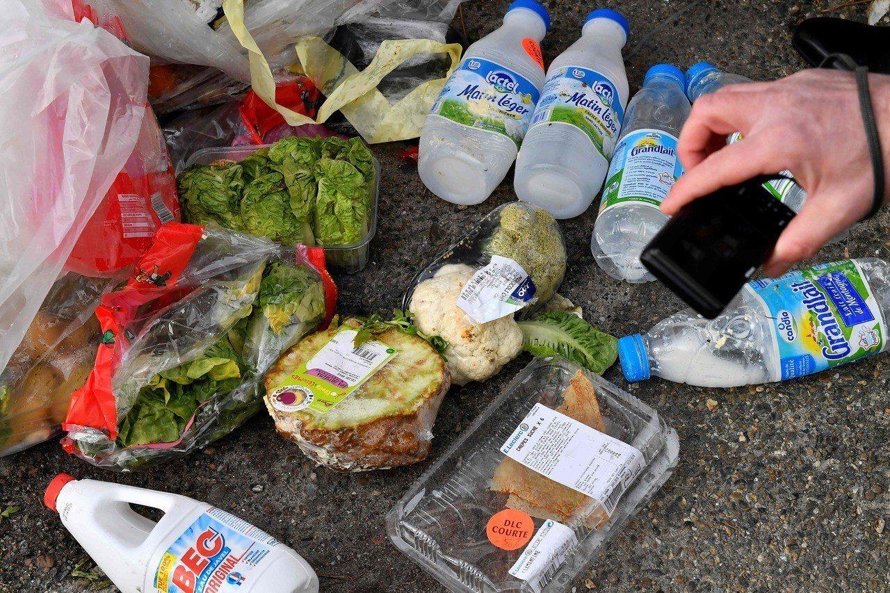 法國近年積極減少食物浪費,除了規定商場把未售完食物捐贈給食物銀行、鼓勵餐廳提供打...