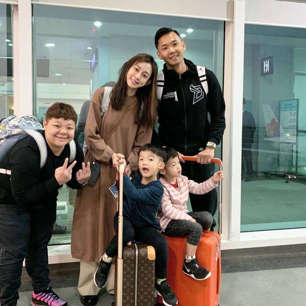 過年期間黑人與范范帶著孩子到美國度假。 圖/擷自黑人臉書