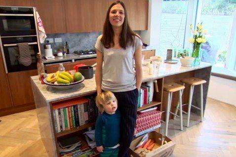 住在倫敦的梅曼特擁有兩個寶貝兒子,她以身作從家裡開始執行零塑膠的生活。截自You...