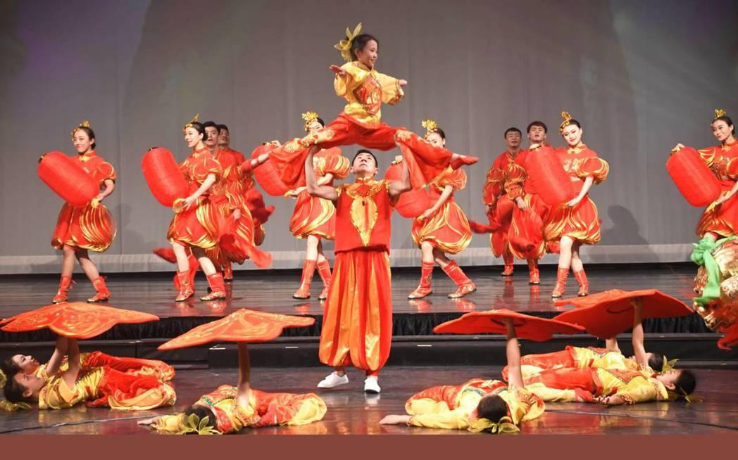 雲南民族舞蹈《賀新春》。 雲南民族歌舞表演藝術團/提供