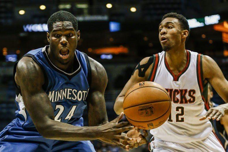傳統型大前鋒在現代NBA並不吃香,能混到像帕克(右)這樣算是不錯了,要是打成像前...
