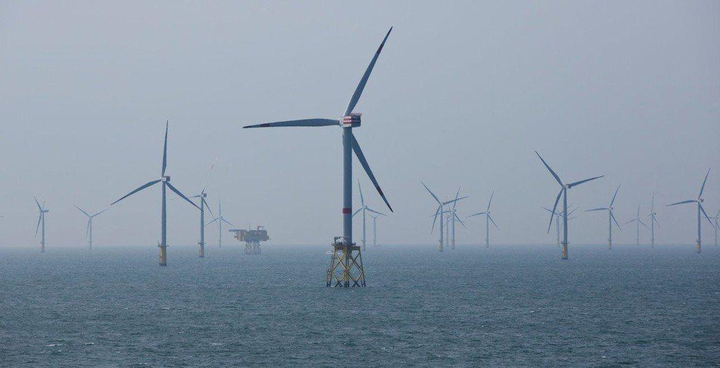 離岸風電在歐洲已是成熟市場。圖為位於北海的離岸風電場。   (路透)