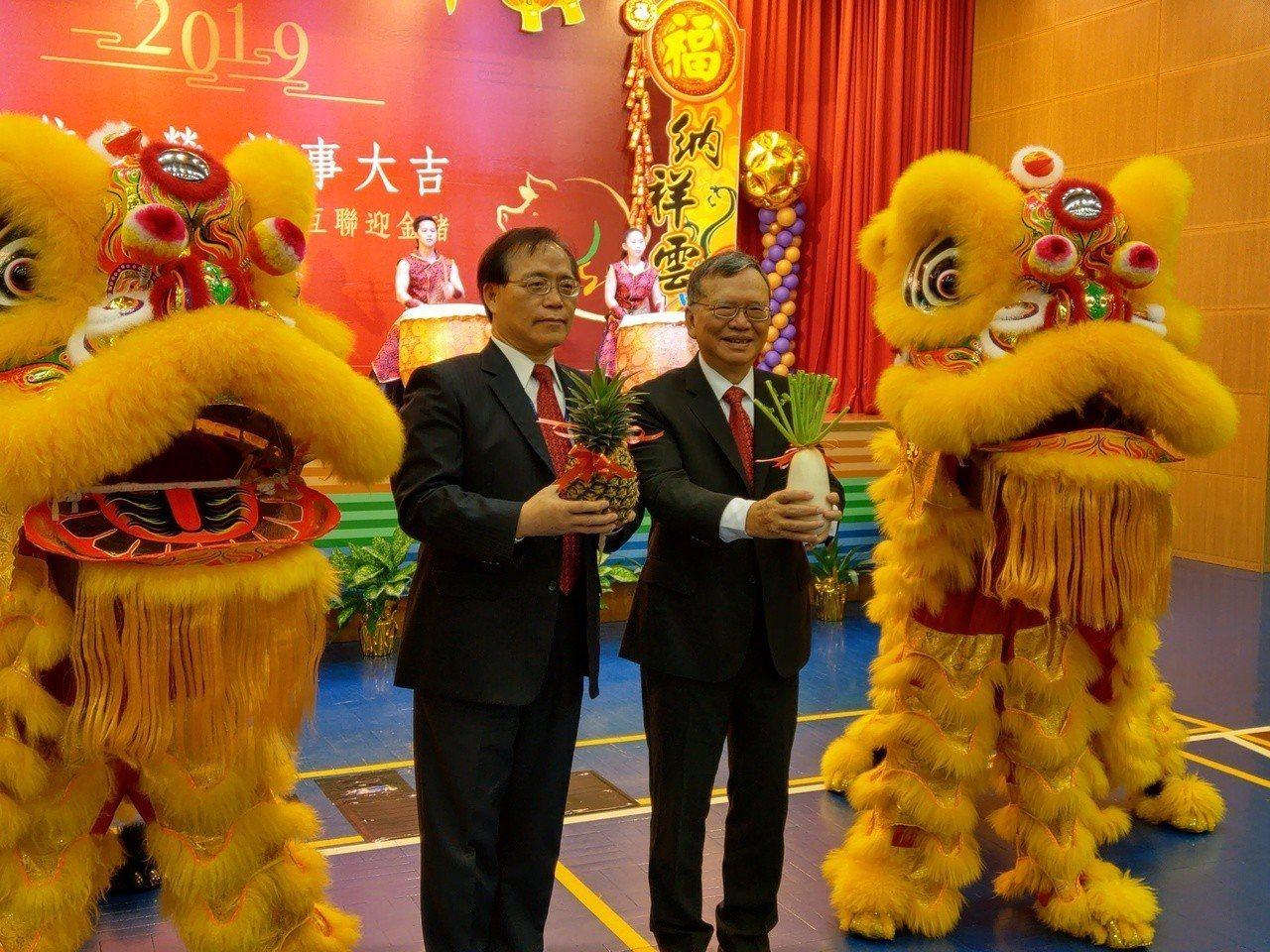 中華電信董事長鄭優(右)、總經理謝繼茂(左),記者黃晶琳/攝影