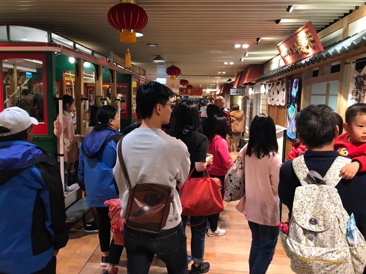 Big City遠東巨城購物中心吃今年年初一至初六來客數突破32萬人,較去年同期...