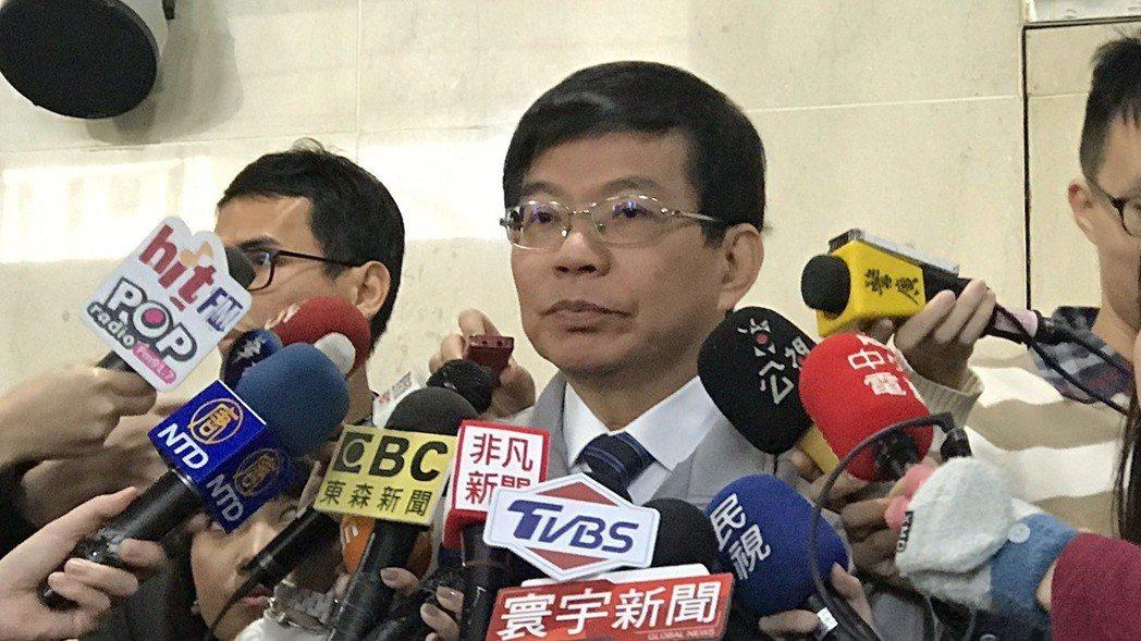 交通部政務次長王國材表示,因華航罷工造成旅客的影響,華航在今天於交通部召開的第三...