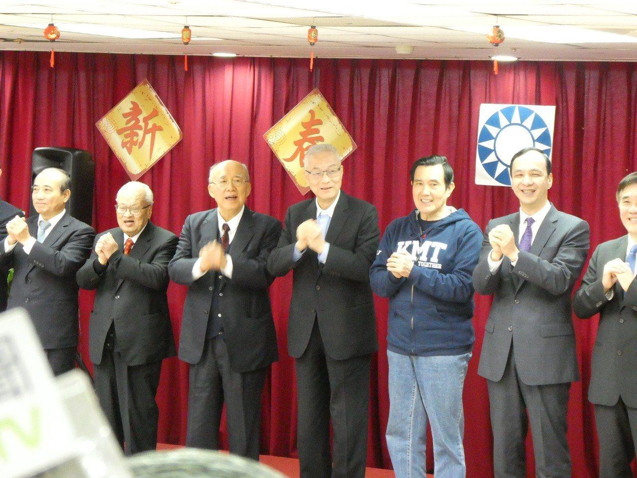 國民黨上午舉辦新春團拜,有意與被點名參選2020總統大位的黨主席吳敦義、前總統馬...