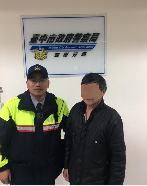 台中市楊姓男子(右)停放在豐原區某便當店門前的機車在9日晚間失竊,警方調查發現,...