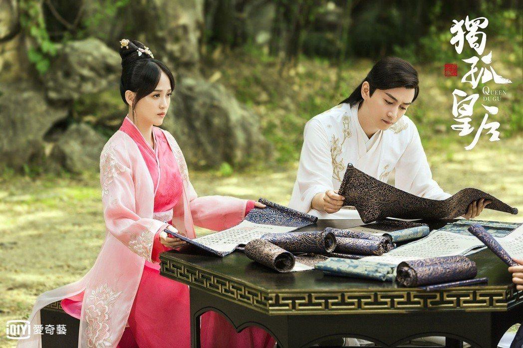 陳曉(右)與陳喬恩主演「獨孤皇后」。圖/愛奇藝台灣站提供