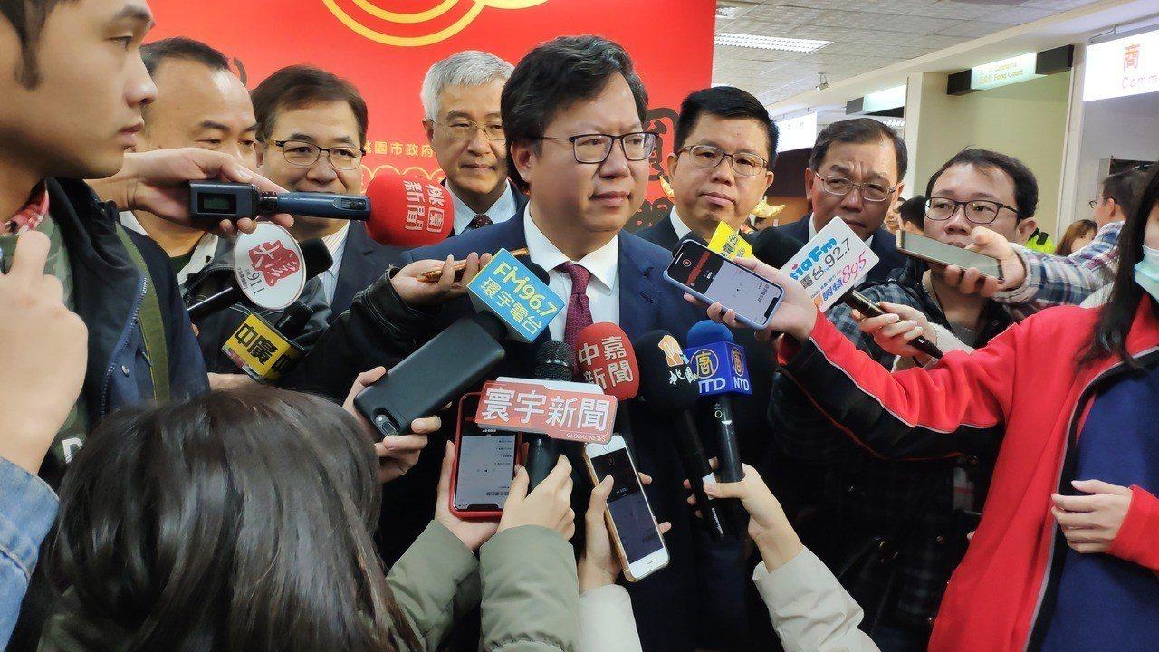 桃園市長鄭文燦(中)期盼勞資雙方能各退一步,讓罷工事件圓滿落幕。記者李京昇/攝影