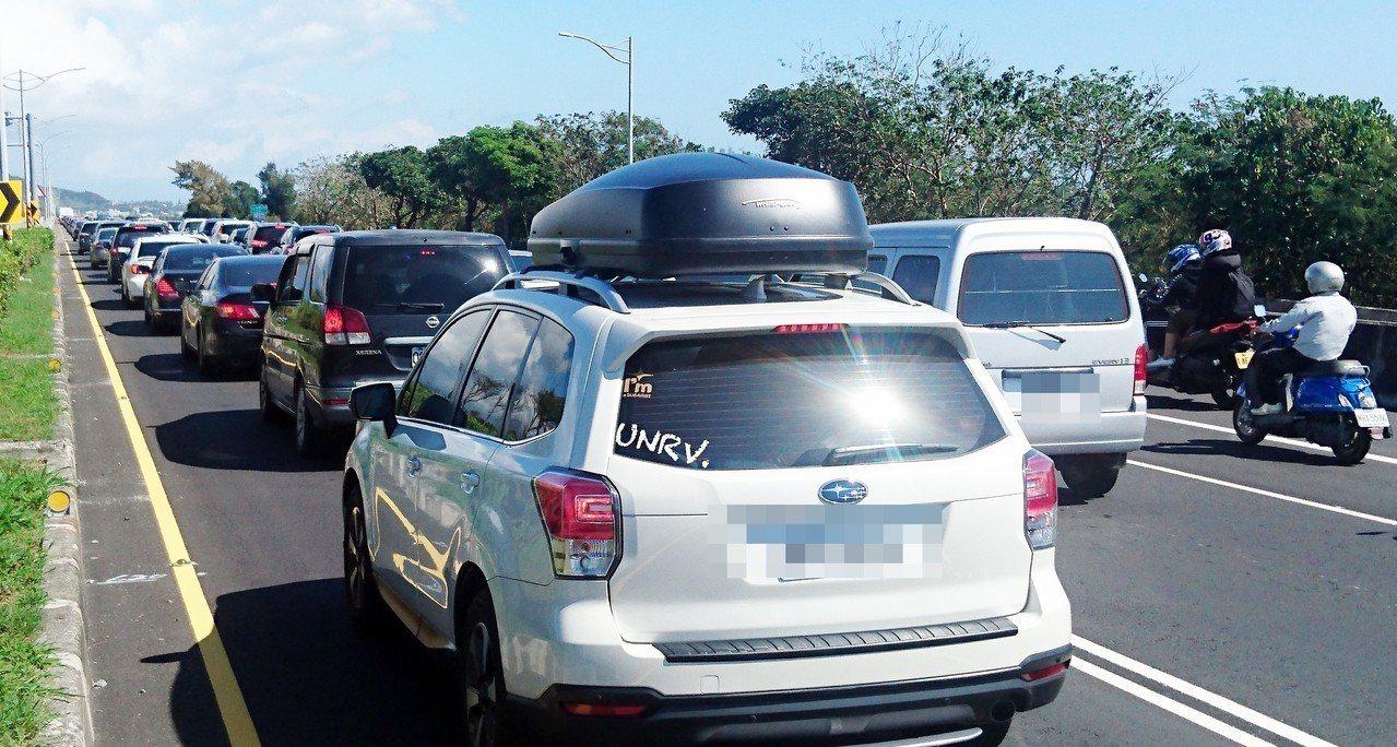 春節9天連假昨天結束,台東至少湧入逾23萬6000輛次汽車,南迴公路、花東縱谷公...