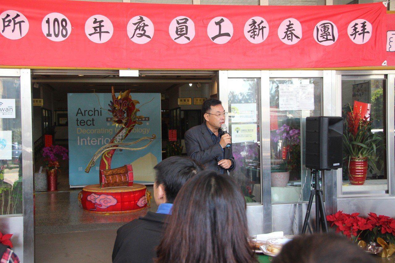 二林鎮長蔡詩傑今天與同仁一同新春團拜。記者林敬家/攝影
