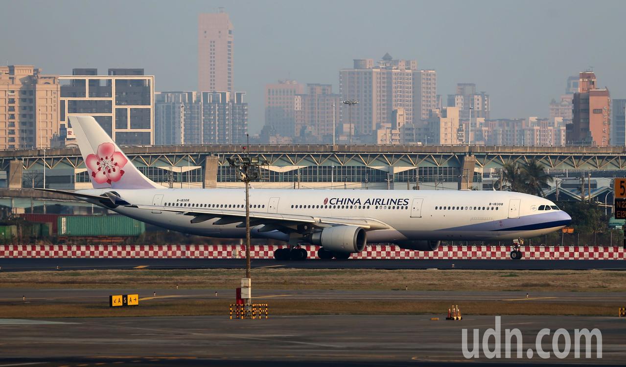 高雄小港機場的華航飛機。聯合報系資料照/記者劉學聖攝影