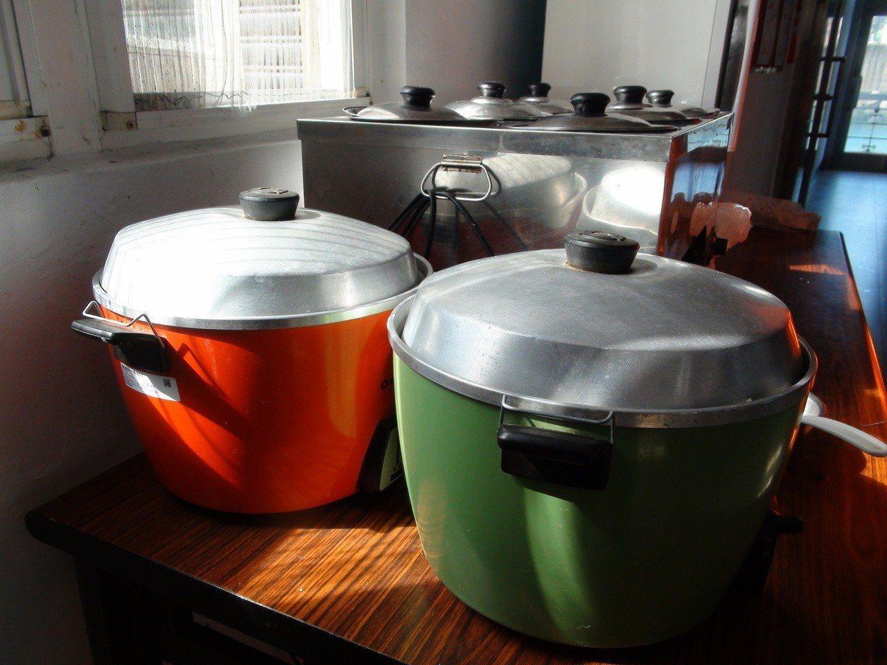 海巡署去年起推動「伙食外包」,北部各港口安檢所內的廚房平時都是冷清的。因為主要的...