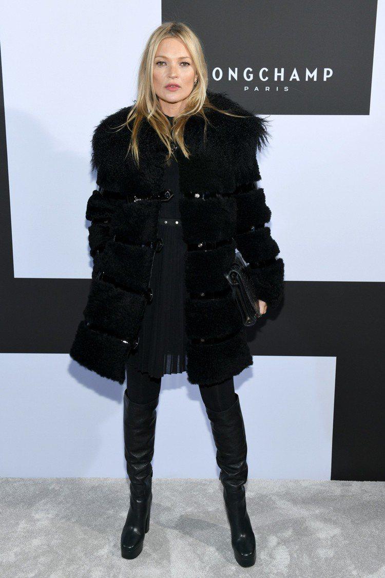 凱特摩絲用皮草大衣展現奢華霸氣。圖/Longchamp提供