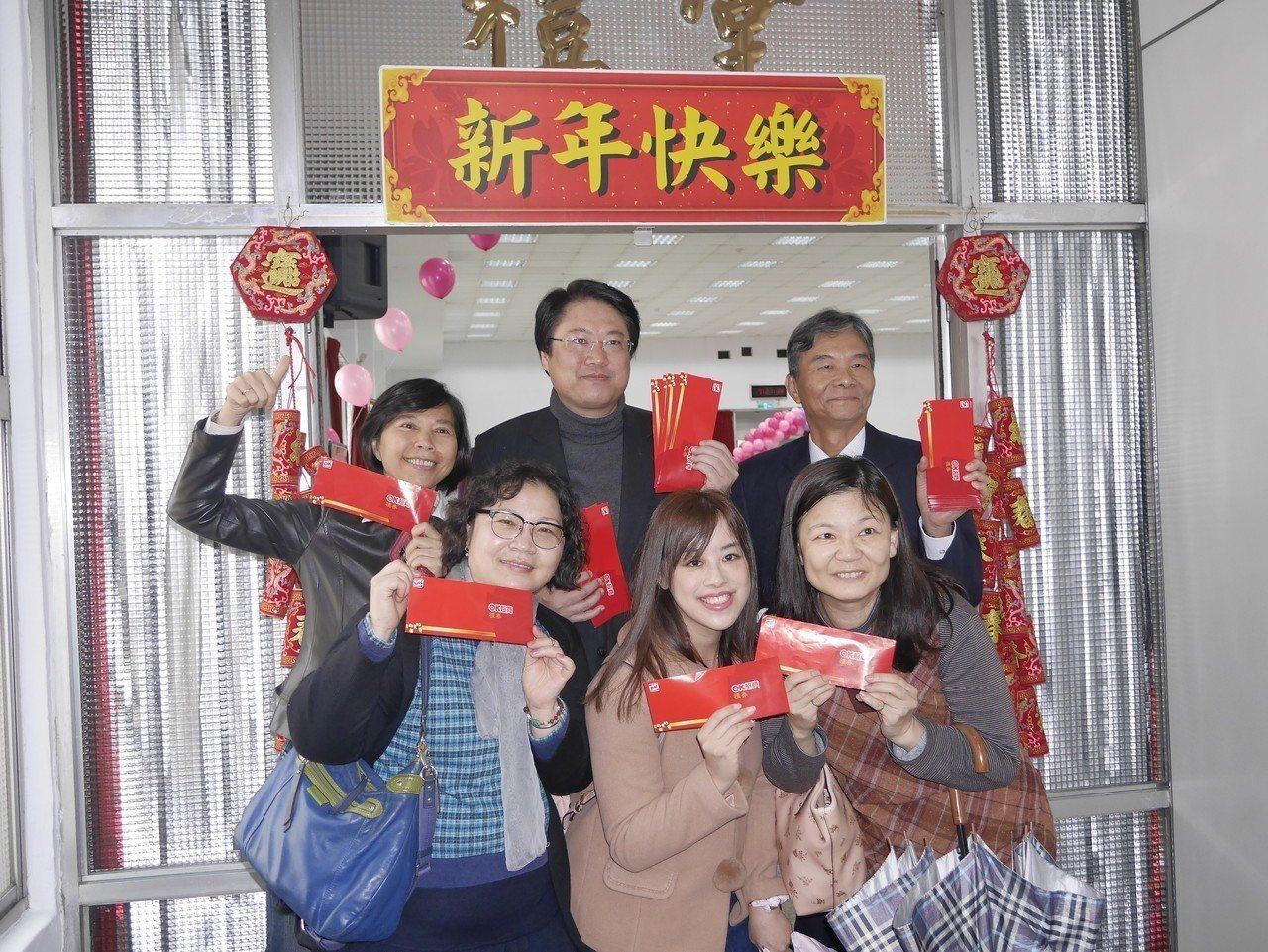市長林右昌今天成了省話一哥,他吐出原因後,聯訪的記者和在場市府員工,紛紛嚇得倒退...