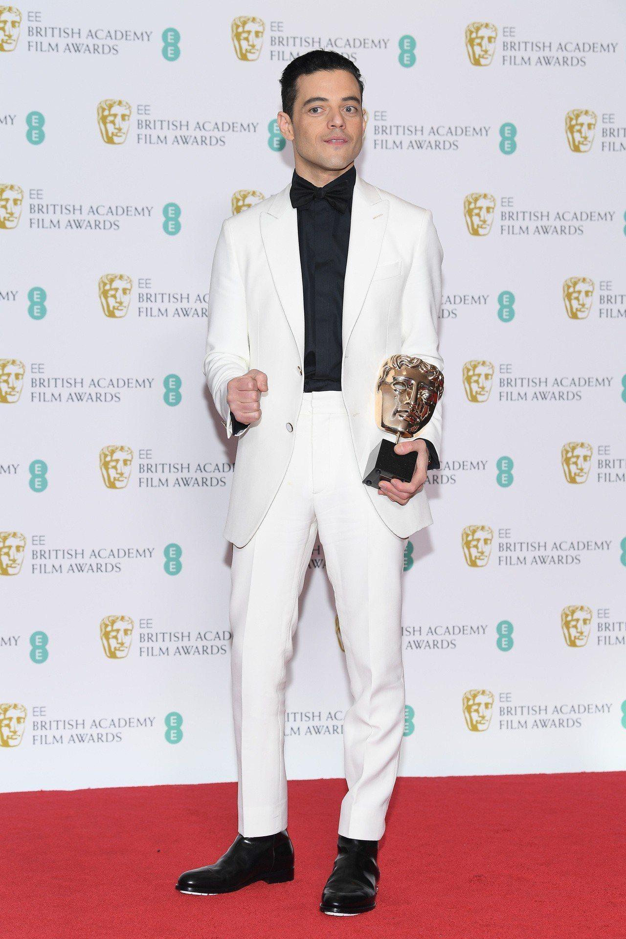 順利拿下英國影藝學院電影獎影帝寶座的Rami Malek,則挑選了路易威登訂製晚...