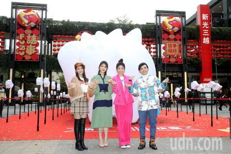 「2019新光三越豬年燈展」今天於台北信義香堤廣場登場,張文綺、曹雅雯、李千那、黃子佼等人一同出席點燈開幕儀式,邀請大家一同來欣賞藝術家的作品,並響應公益。