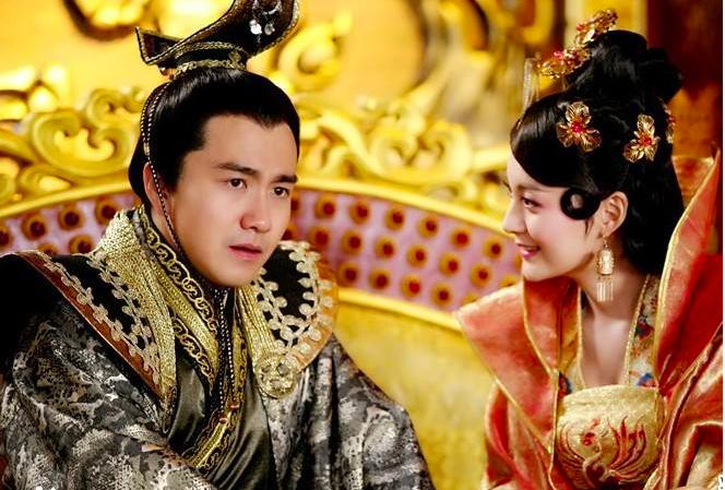 曾飾演「蘭陵王」太子一角的翟天臨(左),拿到北京電影學院博士並正在北大光華學院博