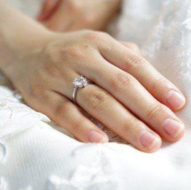 戒指戴錯會「終生單身」 戴這指才能招桃花!戒指左右手含義大公開