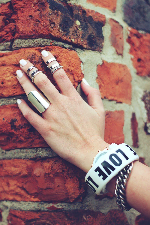 戴戒指也是一門學問,怎樣配戴戒指,才能招到好桃花。圖/摘自pexels