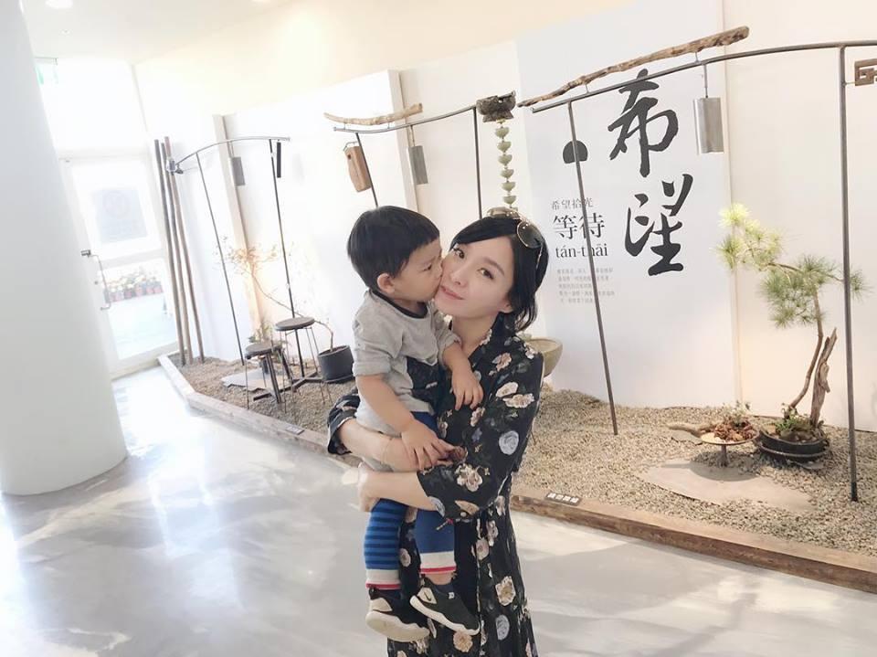 張宇和1歲多的兒子蹦蹦。圖/摘自臉書