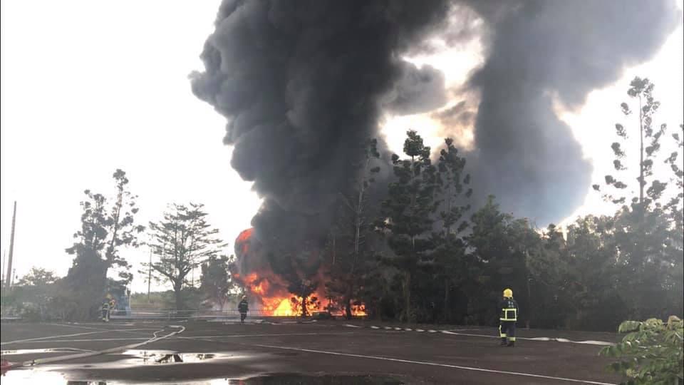 新園鄉港西抽水站今天下午發生火警,水公司表示將不影響高雄林園工業用水。記者江國豪...