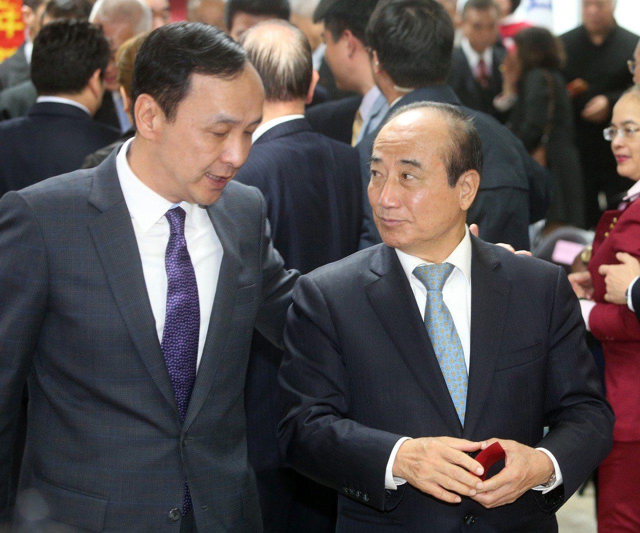 國民黨今天舉行新春團拜,出席的新北市前市長朱立倫(左)與立法院前院長王金平(右)...
