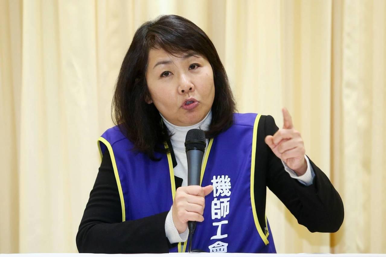 華航機師罷工第二次勞資座談結束,機師工會常務理事陳蓓蓓出面說明。記者葉信菉/攝影